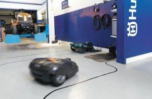 officina riparazione robot rasaerba